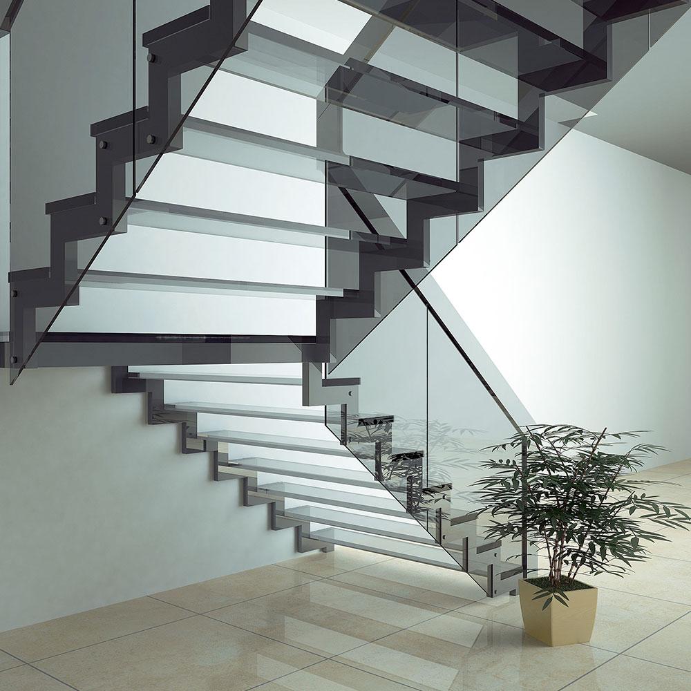skräddarsytt glasräcke i trappa
