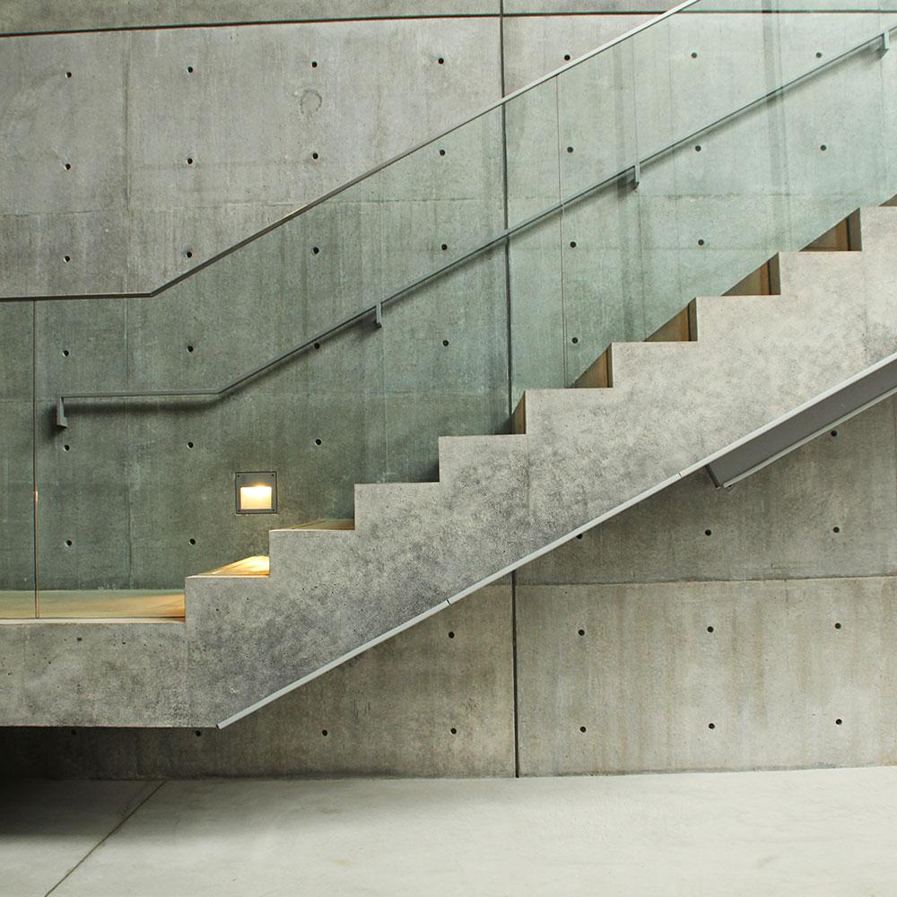 stolpfritt glasräcke i trappa