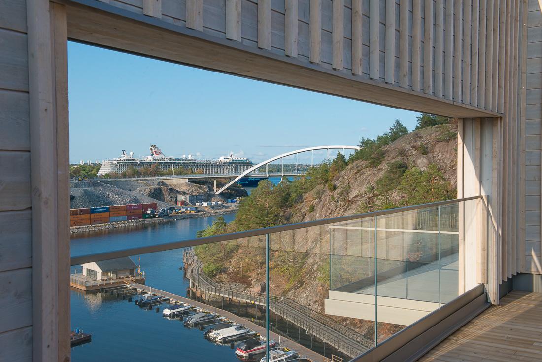 stolpfritt balkongräcke i glas